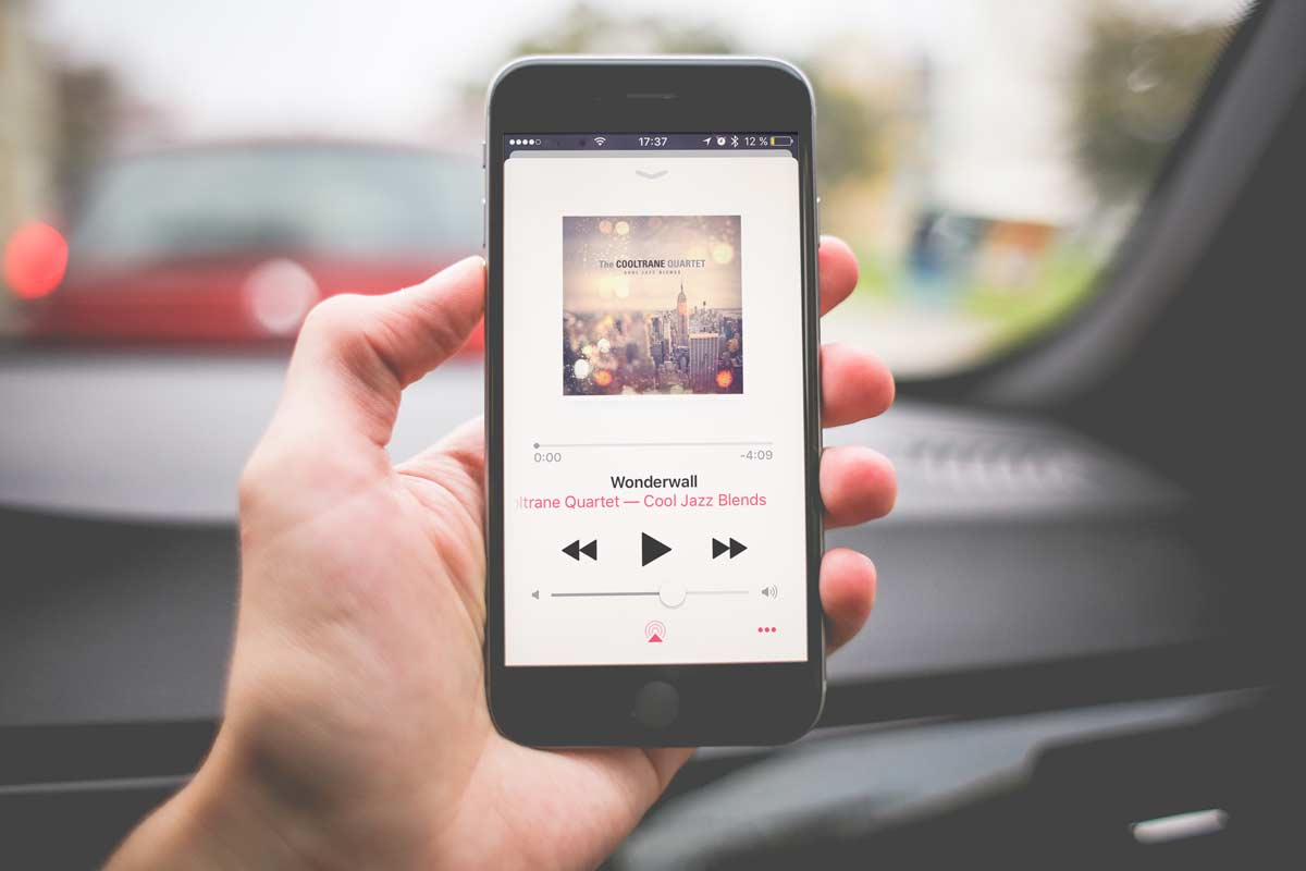 Botón de reproducción aleatoria y de reproducción continua en la app Música en iOS 10 para iPhone y iPad.